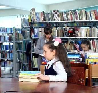 Nu citești o carte?! – Teatru filmat pentru copii